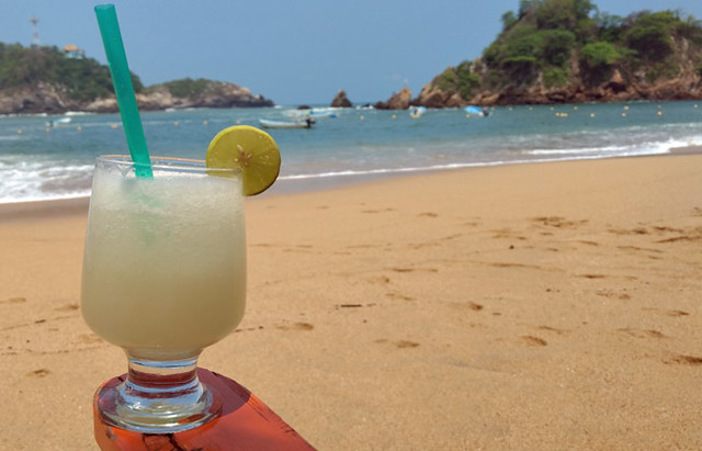 tropical-beach-drink
