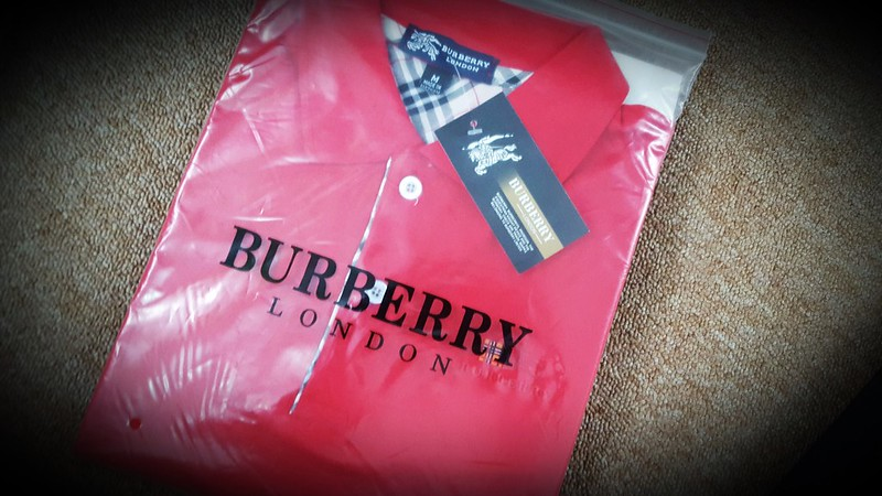 Ban-si-ao-thun-burberry-5