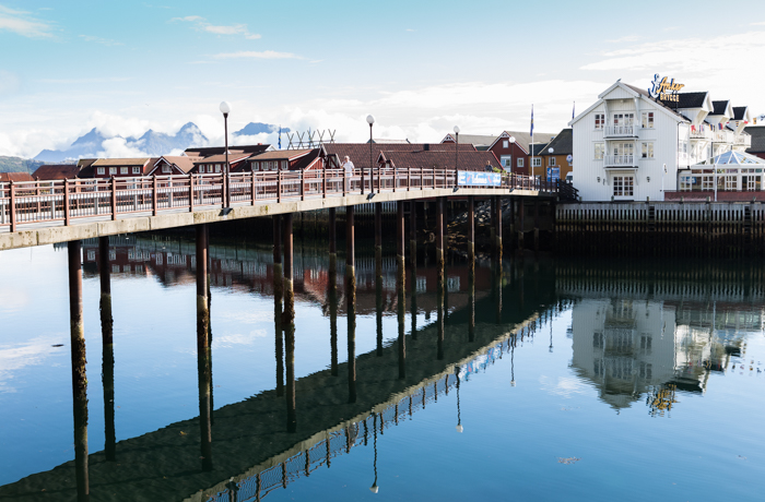 Norja silta Svolvaer Pohjois-Norja Scandic Hotel hotellit Norjassa heijastus veteen (1 of 1)