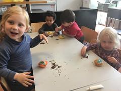 K1a Cupcakes versieren schoolfeest