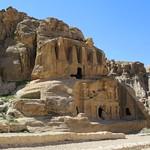 Afbeelding van Triclinium in de buurt van Petra. obelisk tomb babalsiq petra jordan nabataeans clinium