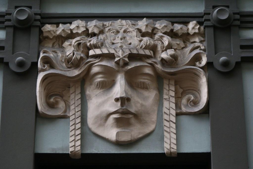 Sculpture art nouveau sur un immeuble sur Vieux Riga.