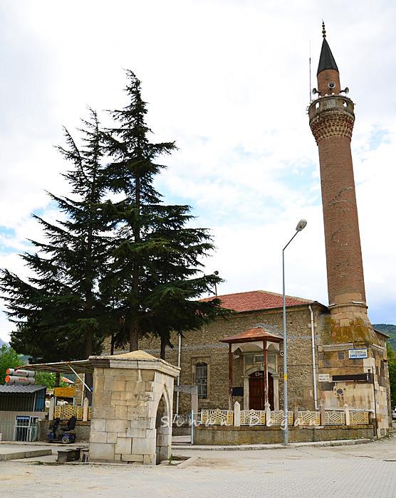 Sultandağı Çarşı Camii