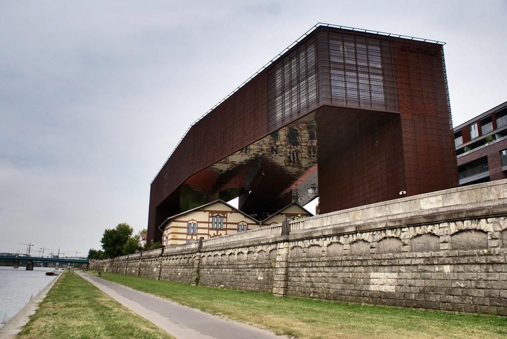 L'impressionnant musée et centre de documentation consacré à Kantor : La Cricoteka à Podgorze, Cracovie.
