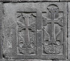 Haghpat (Armenia). Monasterio. Iglesia St N´shan. Galería. Cruces talladas en el muro