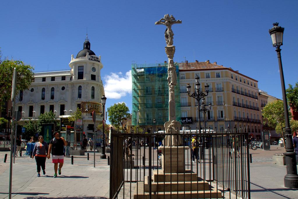 Crucero en la plaza de Jacinto Benavente