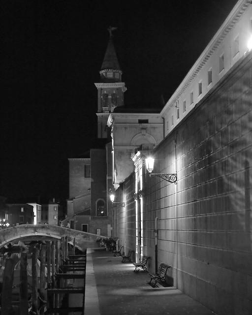 Chioggia, lungo le mura dell'ex carcere ora Municipio