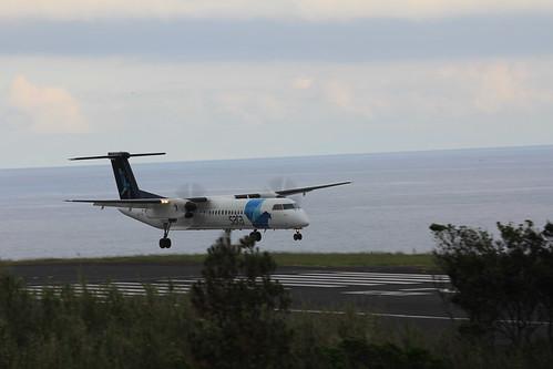 Bombardier Dash 8 approaching Horta 170615_332