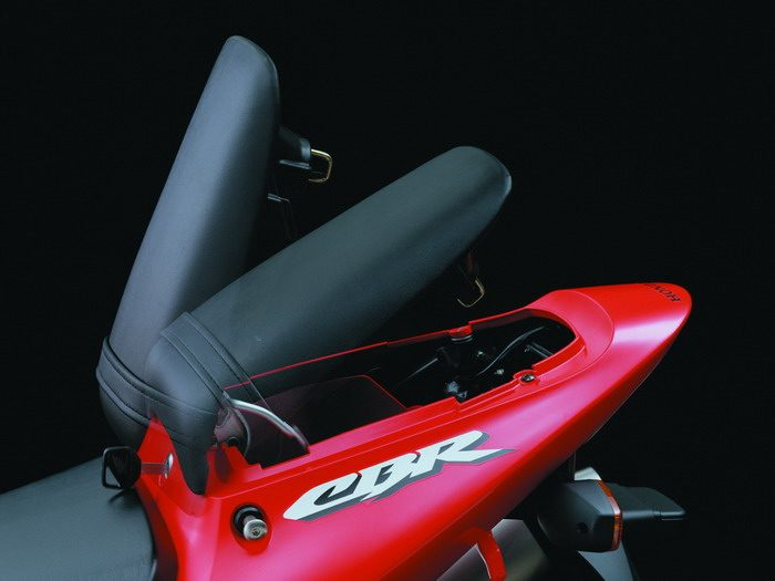 Honda CBR 900 RR FIREBLADE 2003 - 34