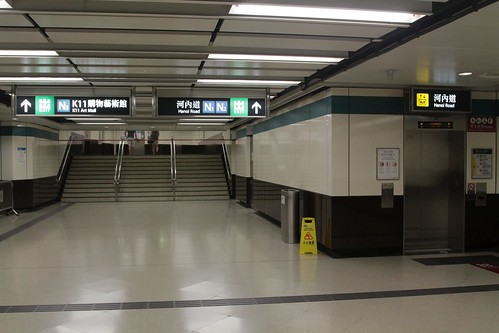 Stairs and lift back to ground level in the corridor linking East Tsim Sha Tsui and Tsim Sha Tsui stations