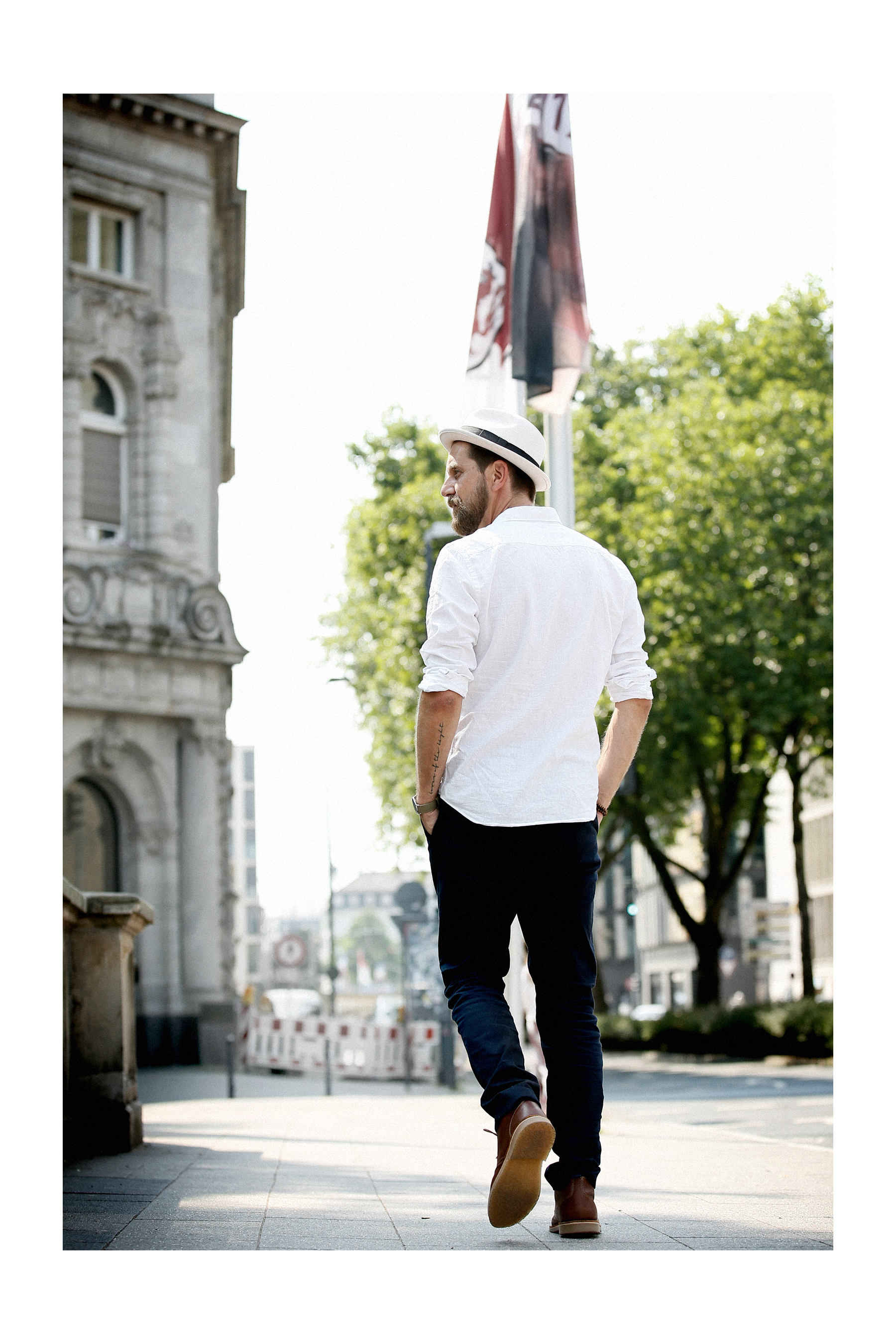 outfit white summer chic business sporty hat stetson zara man linen shirt elegant menlook menfashion manfashion beardedmen mann mit bart sacha schuhe leder schnürschuhe leather boots max bechmann style fashionblogger düsseldorf cats & dogs outfit 6