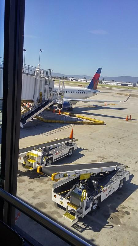 På San Jose-flygplatsen på väg till Los Angeles.