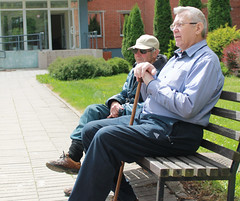 Senior living community - 2 seniors sitting on a bench outdoors