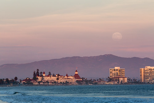 photosbymch landscape sunset fullmoon moonrise ocean mountains hoteldelcoronado coronado sandiego california usa canon 5dmkiii clouds pacificocean waves outdoors