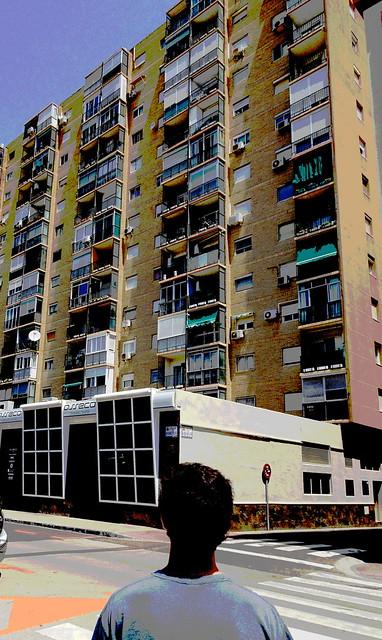Ivo contempla el Edificio 2