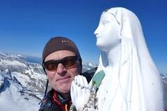 Auf dem Gipfel des Gran Paradiso, 4061 m, mit Gipfelmadonna. Foto: Günther Härter.