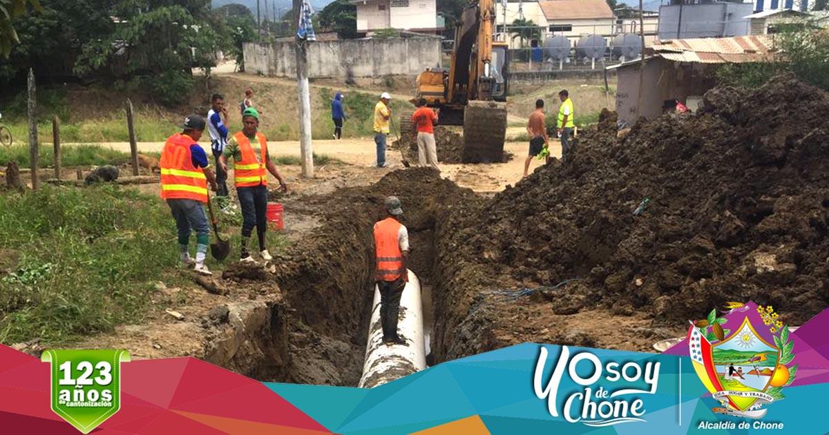 Empresa de agua realiza de limpieza de tanques e instalación de tuberías