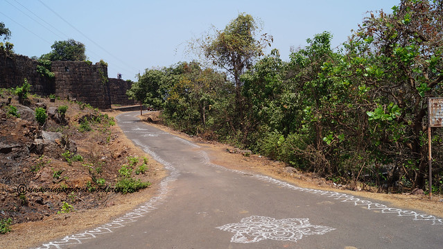 Road to Bankot Fort