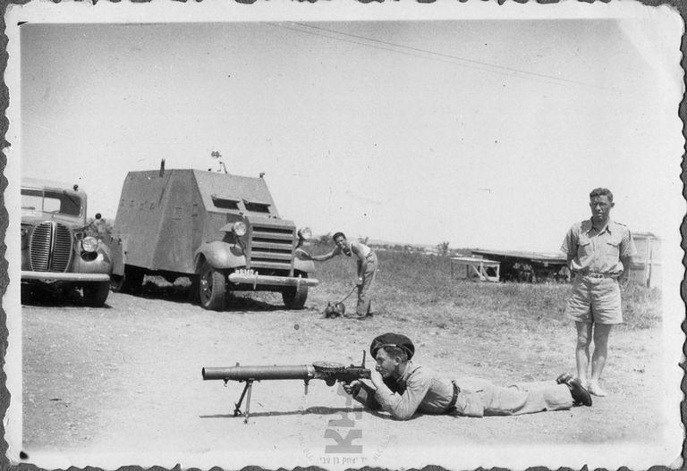 Armoured-car-Lewis-MG-ramat-david-1939-40-ybz-1