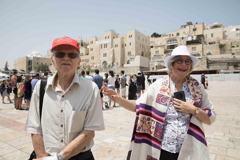 Moshe Milo and Lesley Sachs