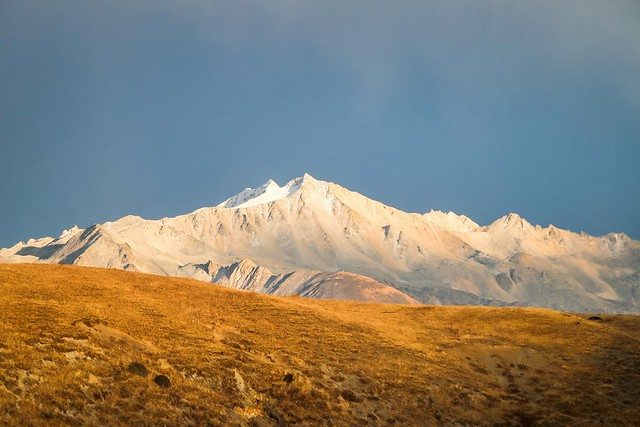 Beautiful snowed mountain on the way from Kangding to Tagong 康定から公塔までの道中で見た美しい雪山