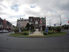 ROND POINT A TROUVILLE - Photo of Pont-l'Évêque