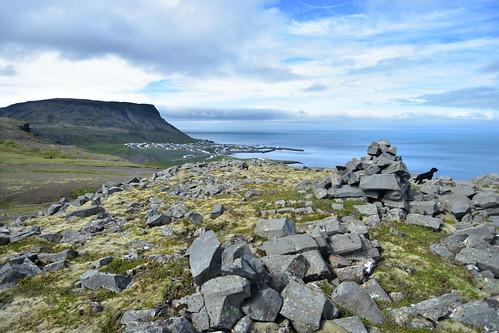 ólafsvík snæfellsnes snæfellsbær enni steinar hundur