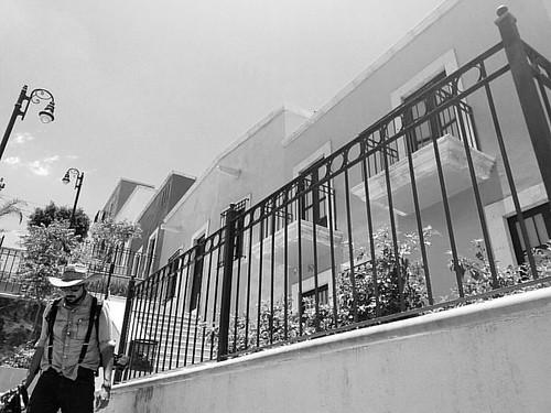 Mi foto de acción bajando por la calle de las graditas la imagen me la patrocina mi nueva partner de viajes todo terreno @la_shuu_viajosa, escritora, editora y viajera buena vibra!  #travel #travelphotography #travelgram #traveller #travelgram #mobilephot