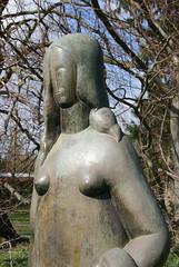 Grande femme debout à la draperie de Henri Laurens