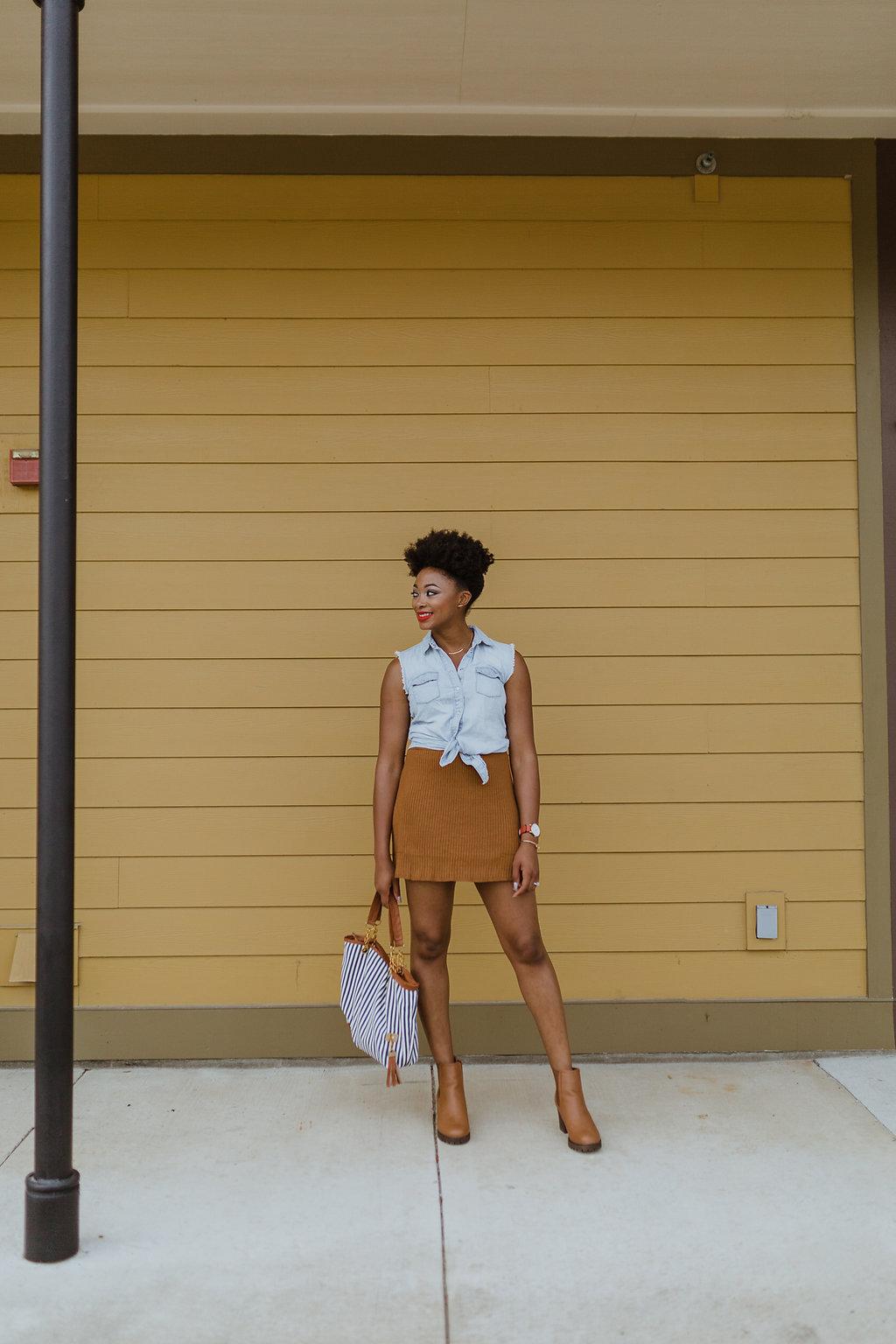 how to wear a sleeveless denim shirt