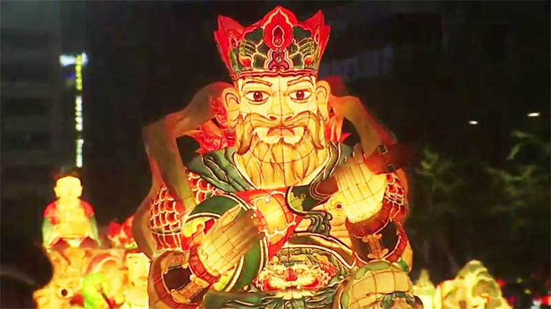 Lentera Lotus salah satu karakter 4 Raja Dewa di parade Lentera Lotus, Seoul, Korea Selatan, Sabtu(29/4/2017).