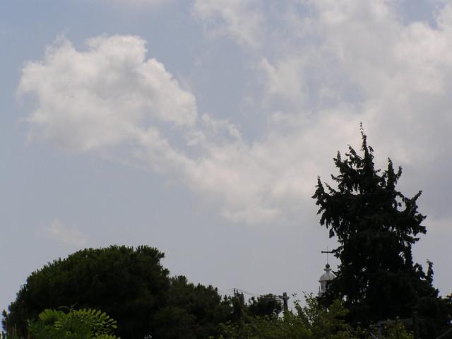 Σύννεφα τον Ιούλιο πάνω από την Ψίνθο