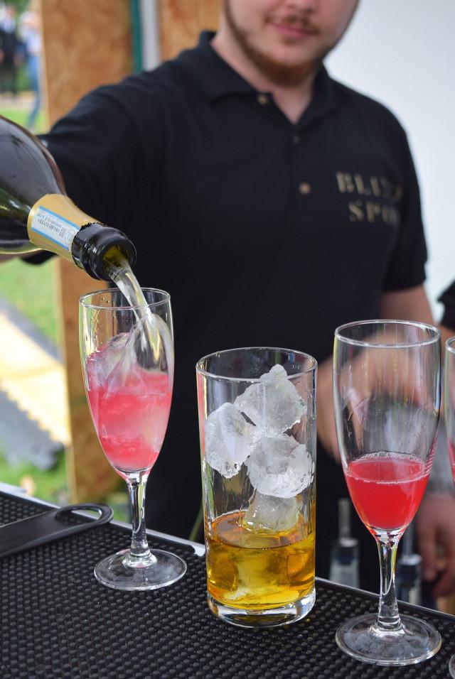 Pouring Cocktails at Cocktails in the City   www.rachelphipps.com @rachelphipps