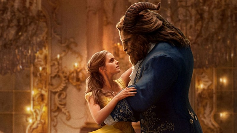 Adegan dansa Belle dan Beast dalam film aksi hidup Beauty and The Beast karya Disney 2017.