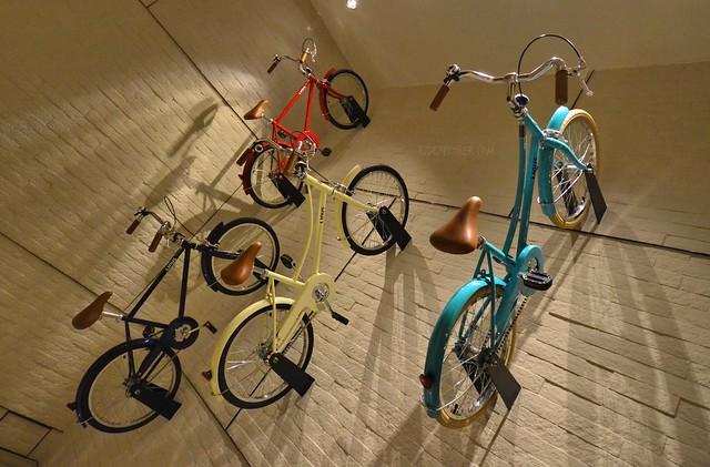 hotel jen tanglin singapore bike on walls