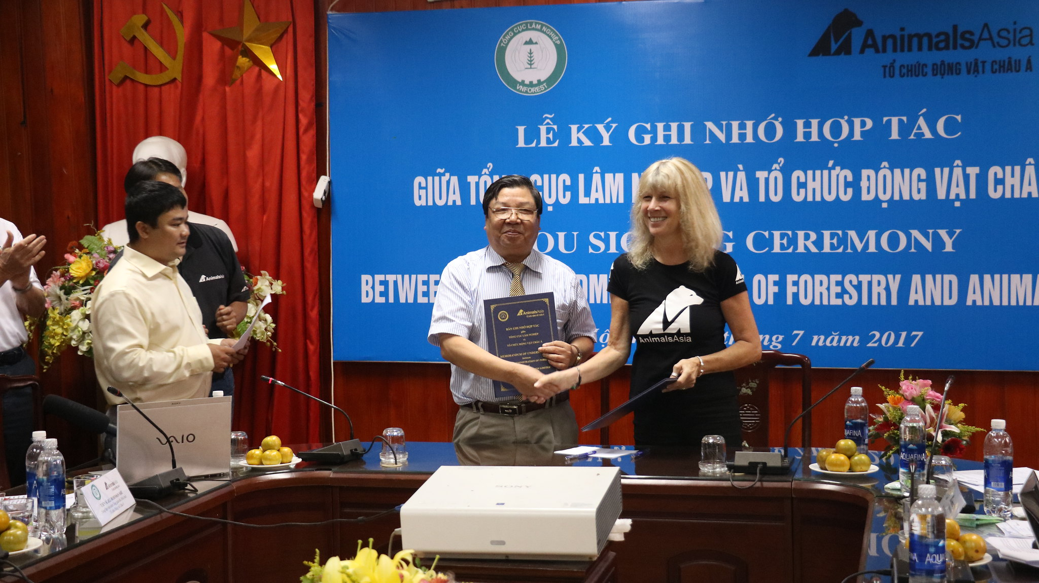 The historic handshake between Animals Asia and Vietnam Administration of Forest