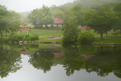 green park worcester massachusetts morning mist fog sunrise pond trees red roof shelter water reflection greenhill d500