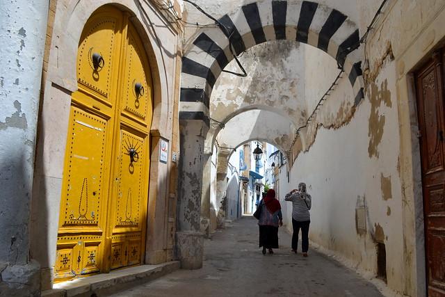 portón amarillo
