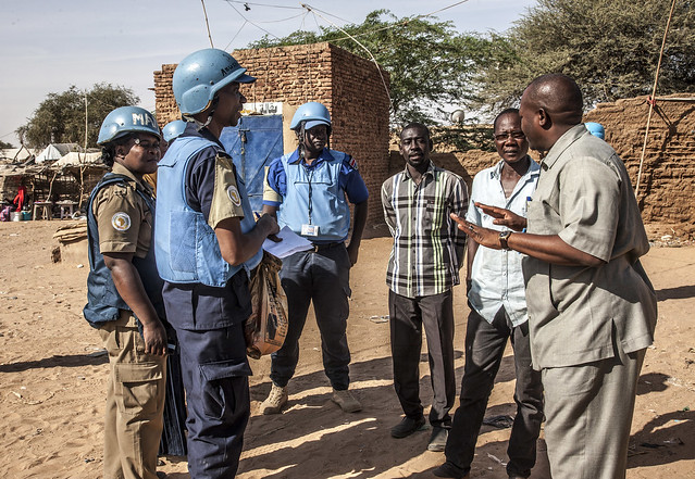 UNAMID peacekeepers interact with, Canon EOS-1DS MARK III, Canon EF 24-105mm f/4L IS