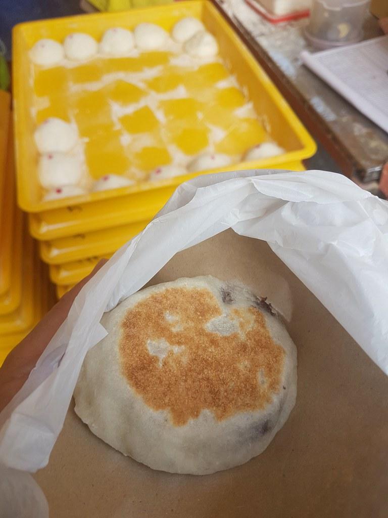 客家原味豆沙烧饼 $1.40/pcs @ OUG Night Market