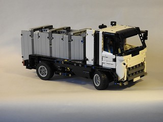 02_front_right_with_container