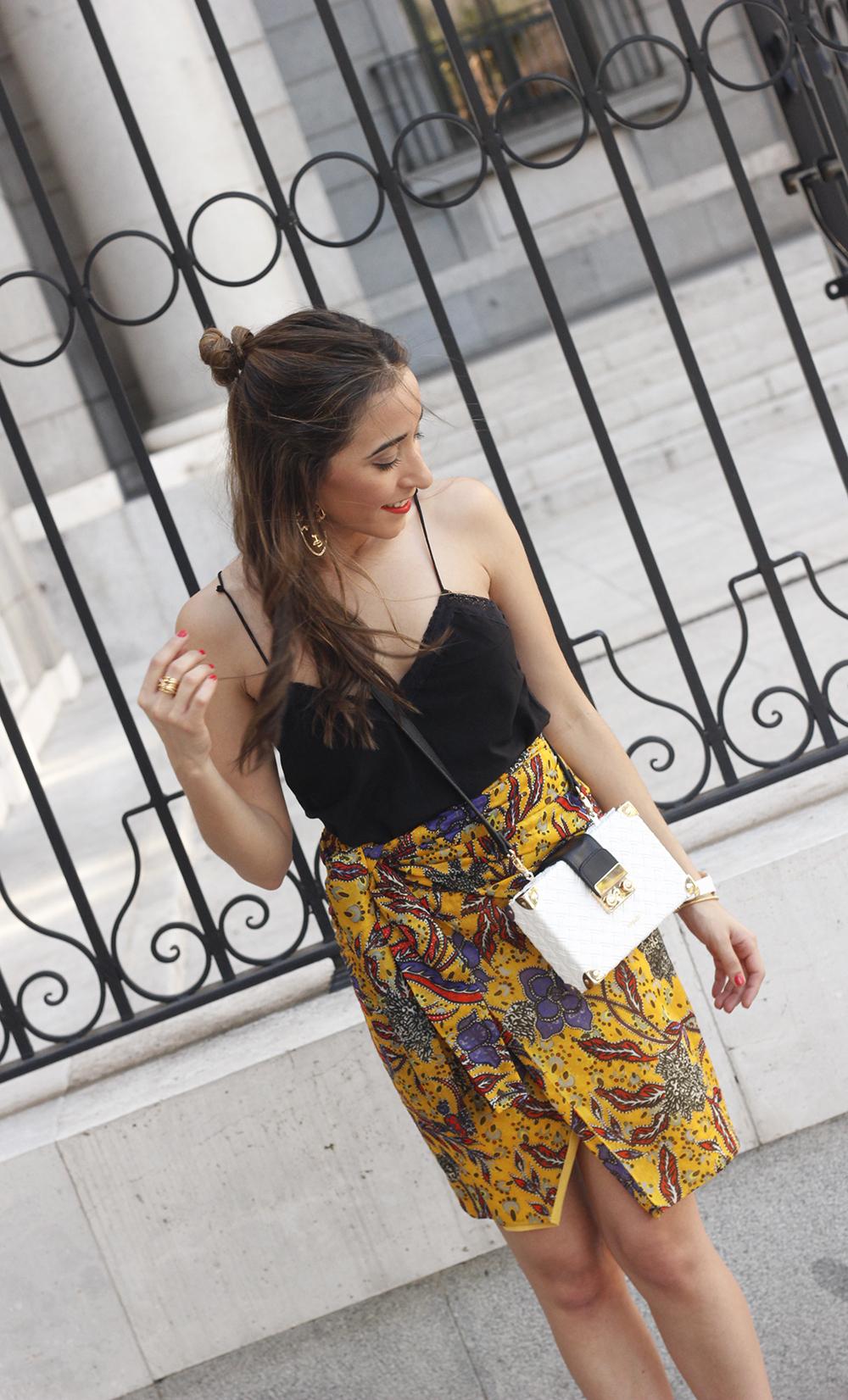 mustard floral skirt uterqüe bag heels summer outfit09