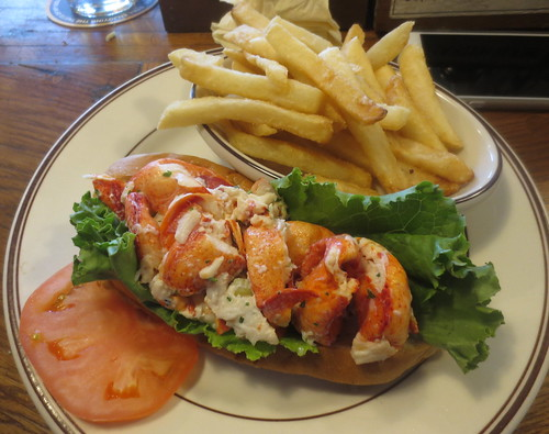 union_oyster_house_lobster_roll