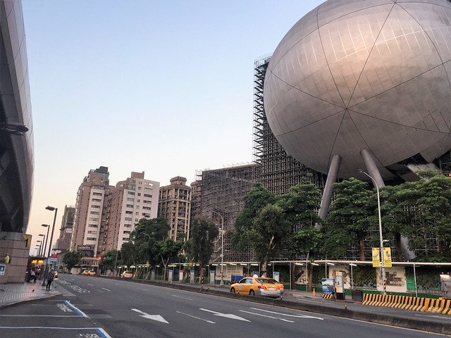 凌晨五點的劍潭捷運站 (1)