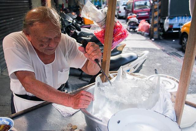 台北/萬華-艋舺小吃巡禮(二十二)/這才是現剉-興寧路刀削冰粉條冰