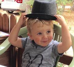 Mon beau chapeau! - Photo of Tuchan