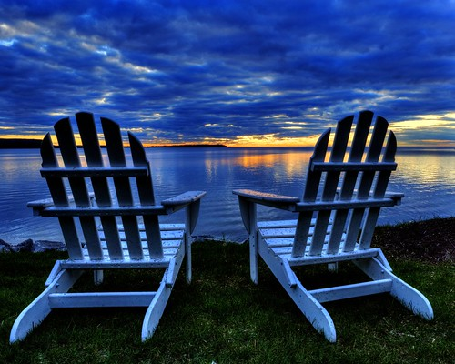 sundown chairs doorcounty wisconsin sturgeonbay peaceful digital canon canon6d canoneos hdr tonemapping photomatix lakemichigan shore beach colour usa spring waterscape bay america unitedstates north northamerica greatlakes greatlakesregion dusk sunset geotagged evening clouds adirondackchairs 1740l horizon
