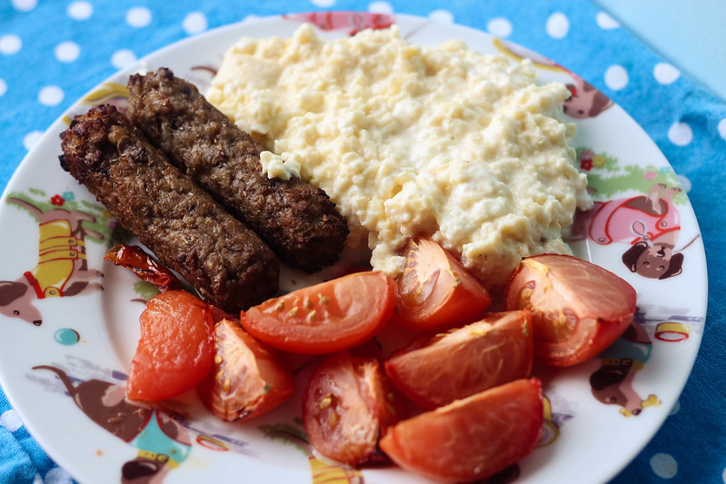 SW Slimming World budget friendly UK recipe - protein full english breakfast including feta scrambled eggs