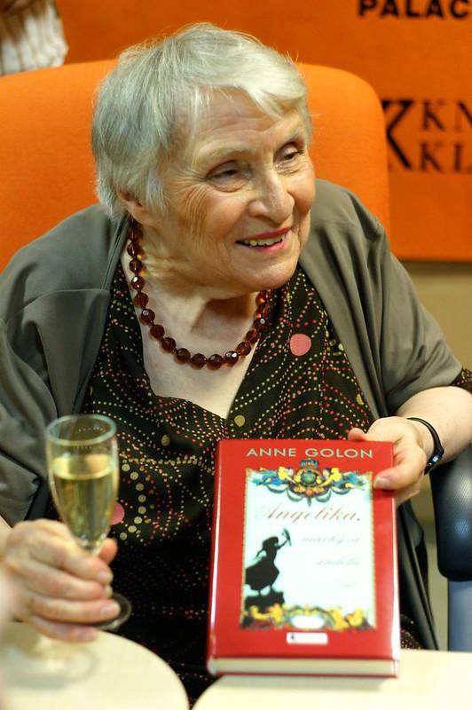 Tác giả 'Tình sử Angélique' qua đời ở tuổi 95