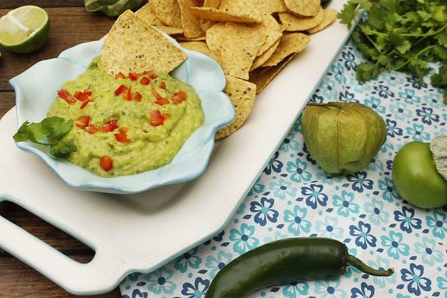 tomatillo-guacamole